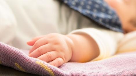 赤ちゃんを預ける選択肢、認可外保育施設とは。そのメリットとデメリット、保育料について