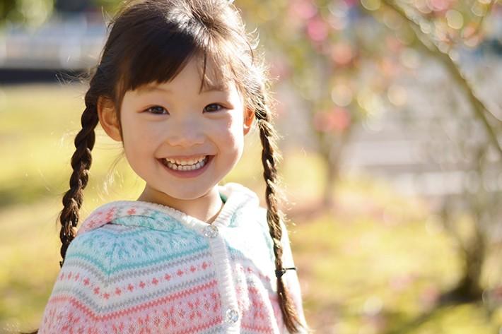 笑っている子供のイメージ画像