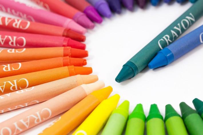 カラフルなクレヨン鉛筆のイメージ画像