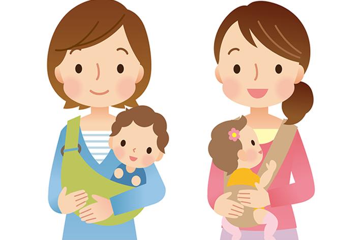 ママ友 赤ちゃんを抱っこ