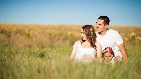両親、パパとママと子供のイメージ画像