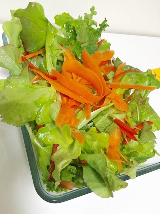 水耕生活でできたサラダ