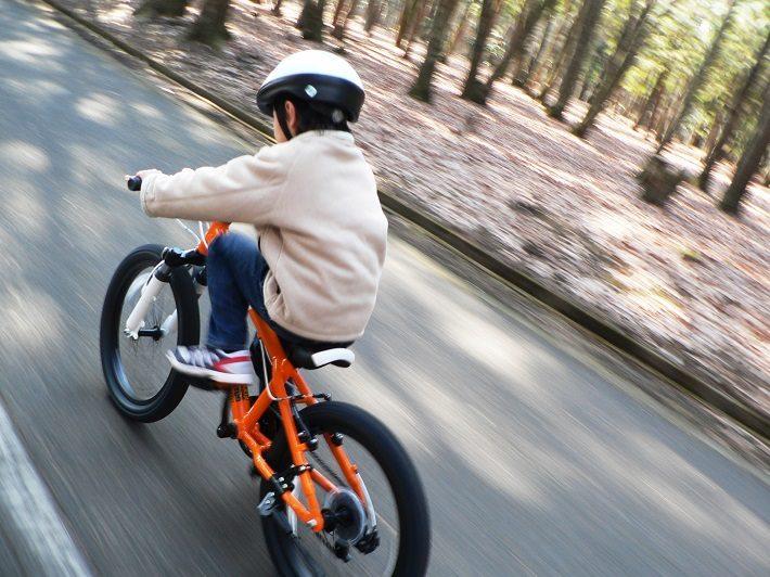子供と自転車のイメージ画像