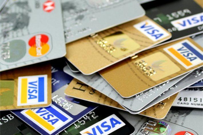 お金とクレジットカードのイメージ画像