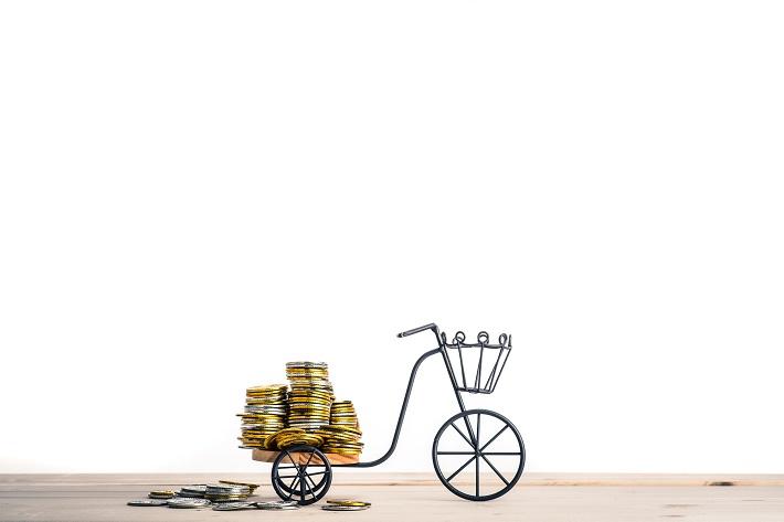 お金を運ぶ自転車