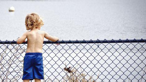 金髪の外人の男の子のイメージ画像