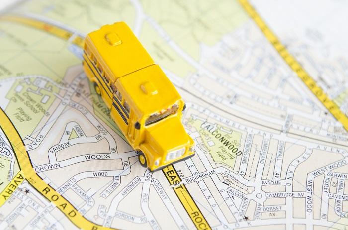 交通マップとバスのイメージ画像