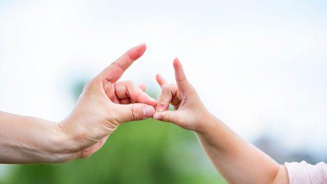 おうちのなかでできる遊び~指1本ですぐできる&赤ちゃんごきげんの手遊び紹介(ベビー向け)